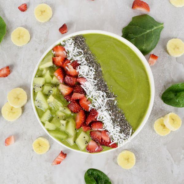 Spinach & Kiwi Smoothie Bowl