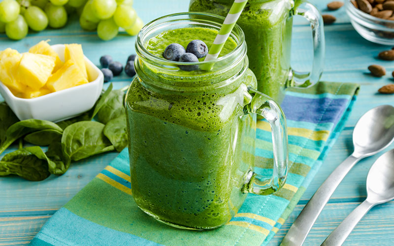 5 REASONS TO START YOUR DAY WITH A GREEN SMOOTHIE